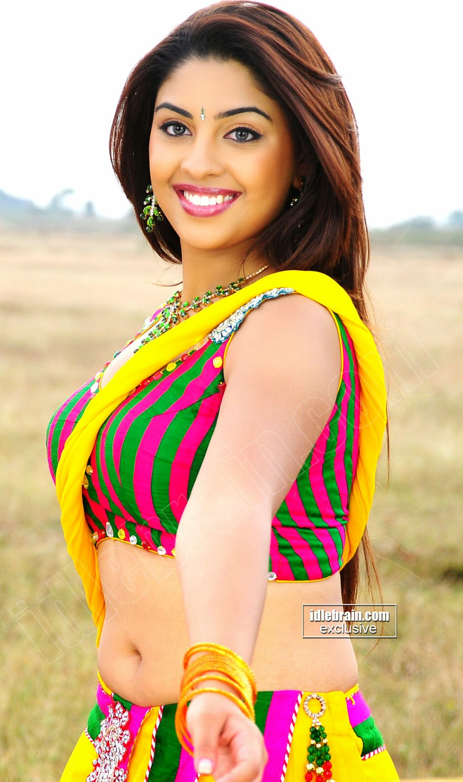 Richa Gangopadhyay Hot Armpit and Sexy Thigh Show Spicy Photo Collection