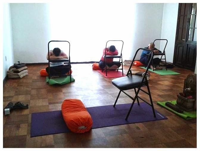 Centro yoga rancagua clases hatha yoga seg n necesidades for Sillas plegables para yoga