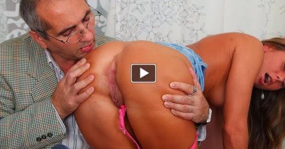 Yağlı göte kol sokma porno izle  Porno izle xxx Porno