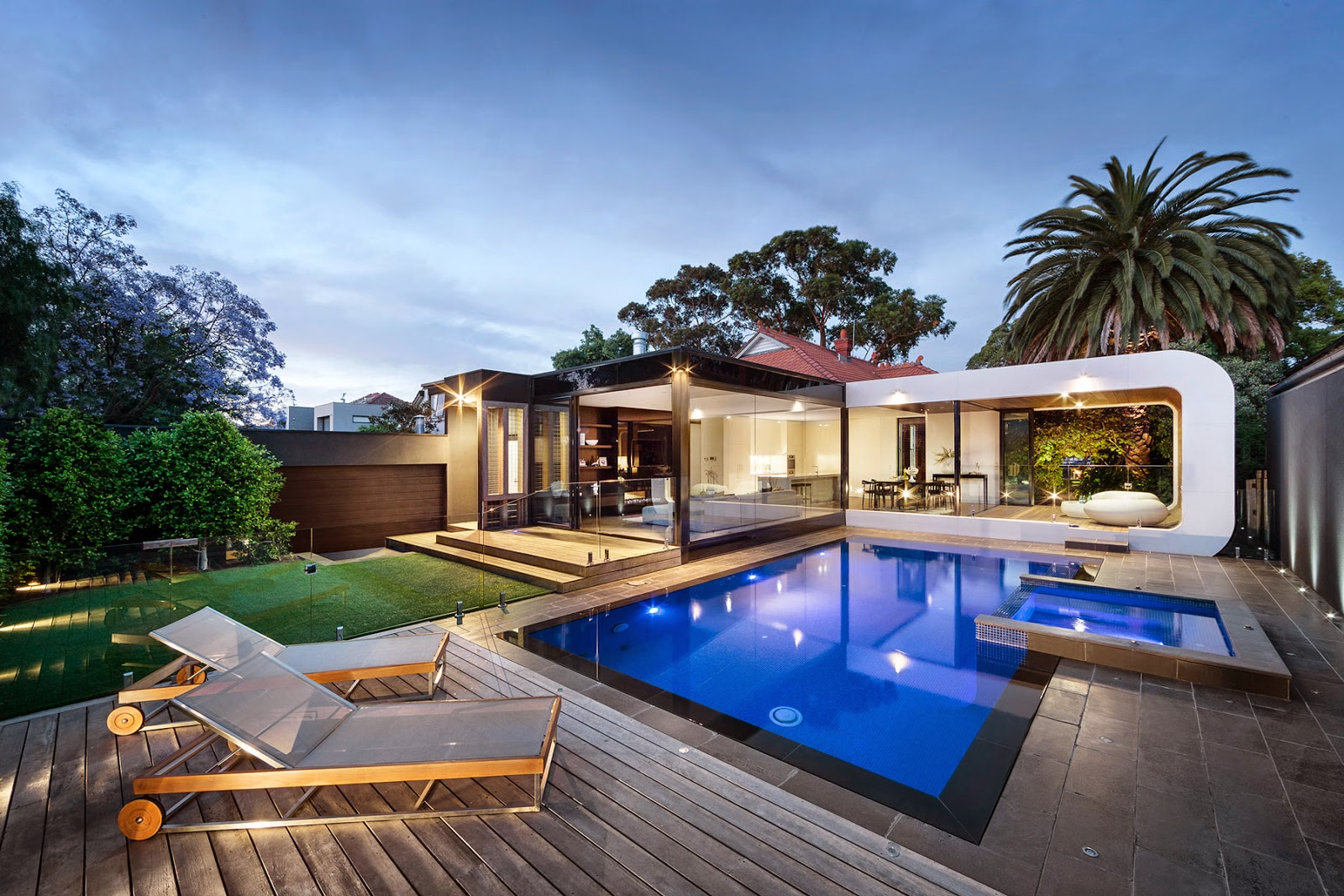 Heritage Home Gets A Bold, Contemporary Extension ...