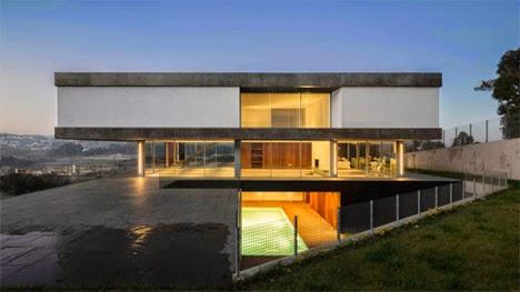 desain rumah mengambang dengan dinding kaca yang mewah