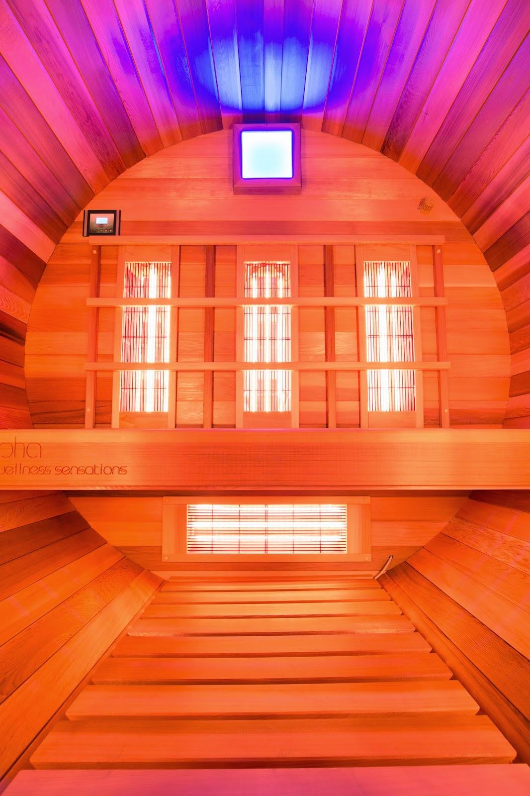BIQO3 - Barrel - Infrared - Quartz - Outdoor - Benches, backrest, flooring in cedar wood
