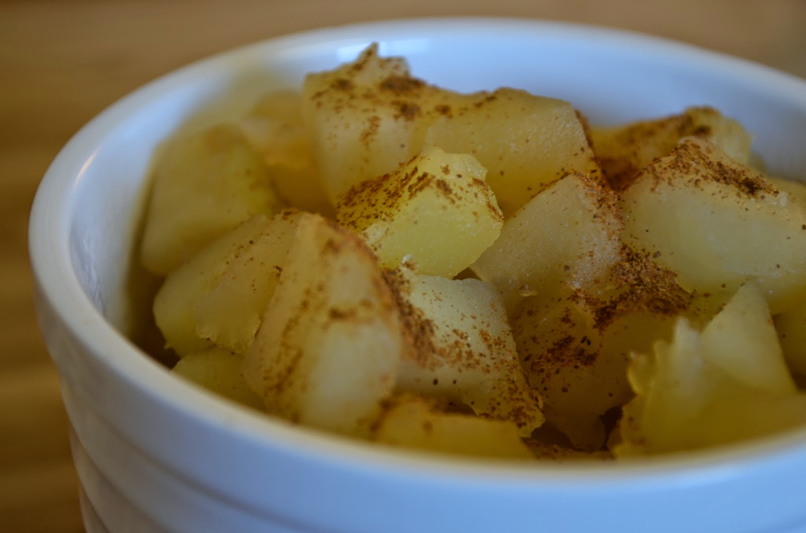 Stewed apples sprinked with cinnamon