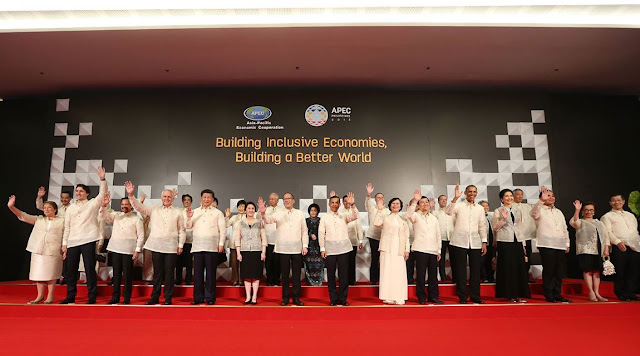APEC Leaders' Family Photo with Spouses