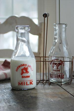 farmhouse musings new milk bottle carrier with vintage. Black Bedroom Furniture Sets. Home Design Ideas
