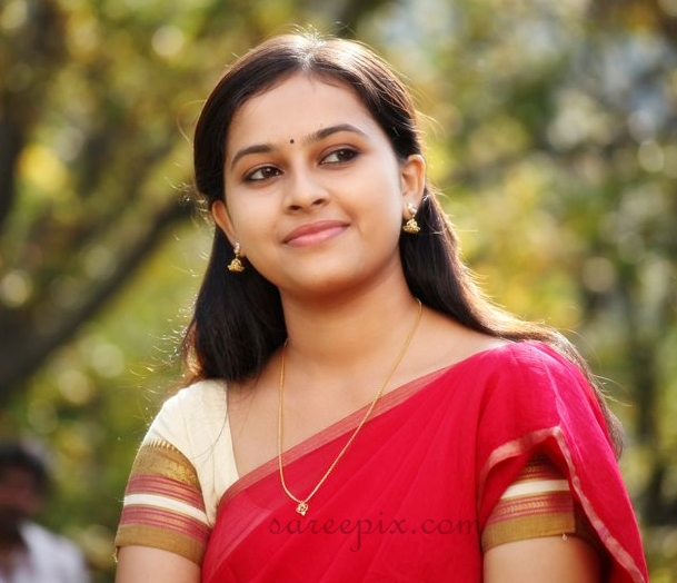 Sri-divya-half-saree-Varutha-Padatha-Valibar-Sangham-movie