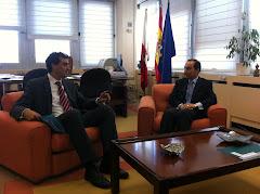 Enrique Bretones se reune con el Consejero de Educación, Cultura y Deporte.