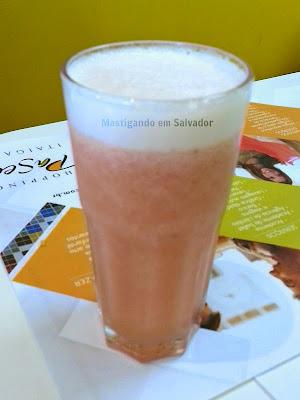 Mister Salad: Suco de Morango com Abacaxi