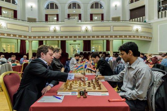 La rencontre cruciale entre Naiditsch et Harikrishna lors de la ronde 7 - Photo © Alina L'Ami