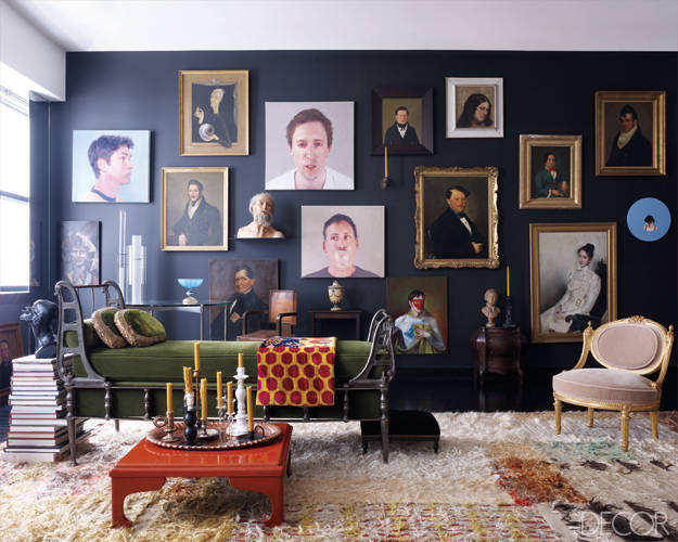 Antiquitäten, Altertümchen und moderne Möbel - vor Schwarz in einer Einheit!