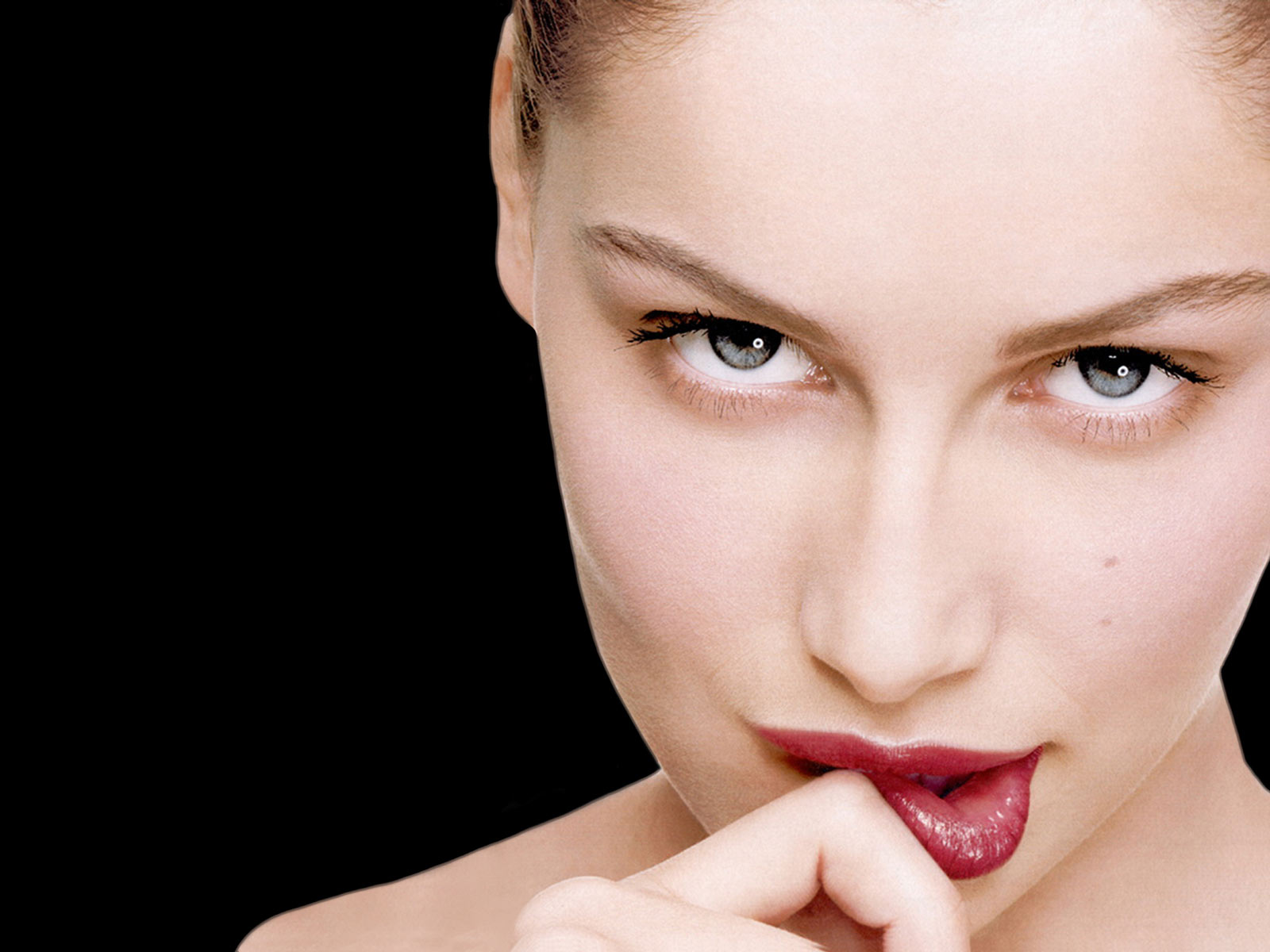 Female Celebrities: French model and actress Laetitia Casta Wallpapers