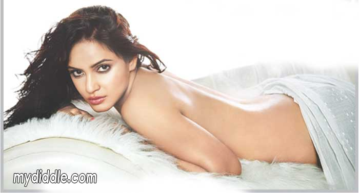 Neetu Chandra Hot Backless Wallpaper