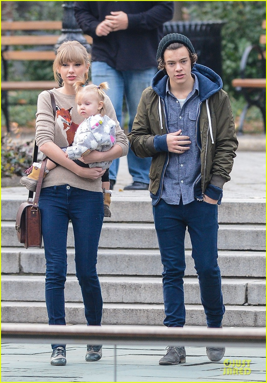 when did taylor swift start dating harry styles Harry styles has a history of getting a girlfriend right around the holidays in 2012, it was taylor swift in 2013, it was kendall jenner so in december 2014, harry fans freaked the freak out when they saw this pic of harry walking with a mystery girl in london, and maybe holding hands.