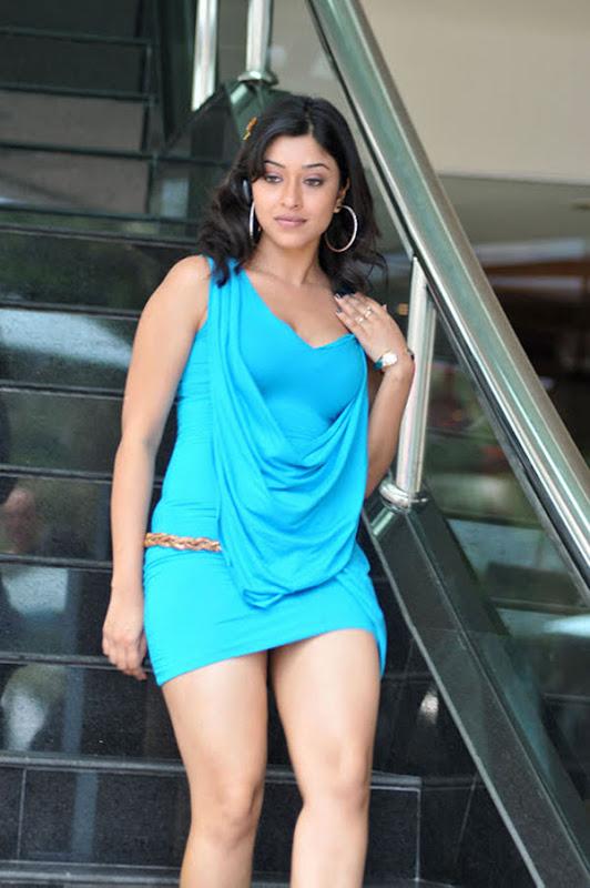 Sieht ein actress boob gosh sangeeta tv