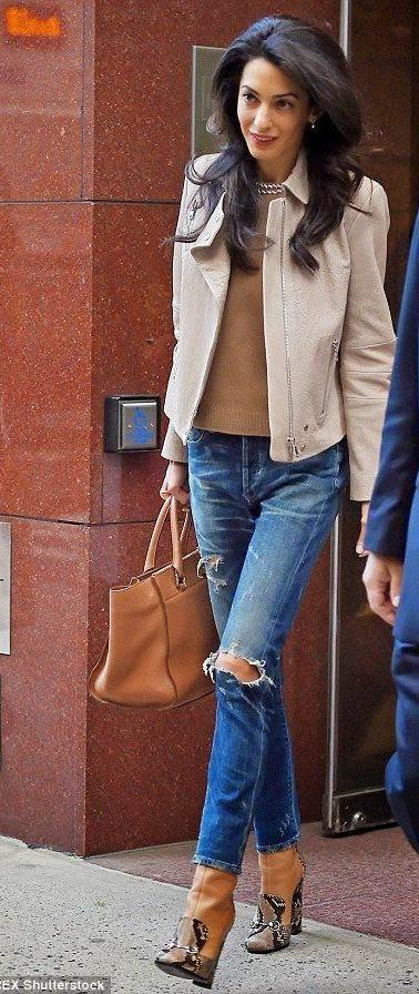 Amal Alamuddin, Amal Clooney calças de ganda e botins cremes