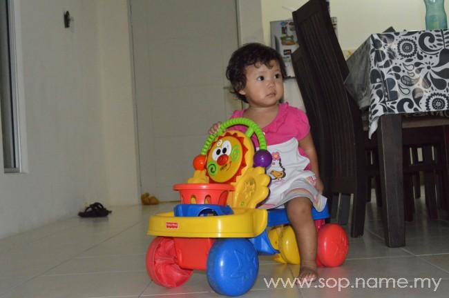 Auni hebat dengan kereta sorongnya