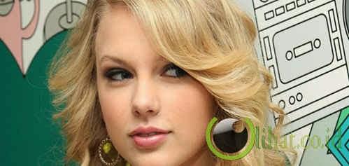 Taylor Swift (454 Miliar Rupiah