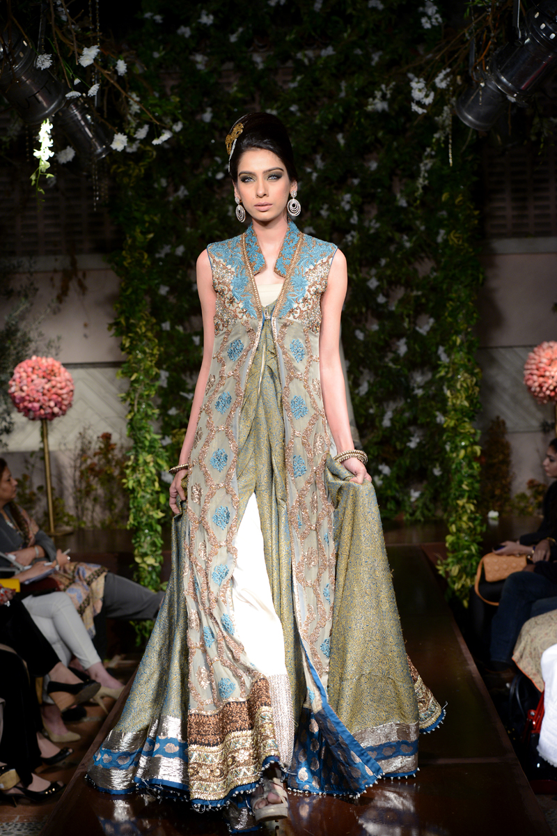 Saadia Mirza S Nur Ul Ain Style Stripped Pakistan S Premier