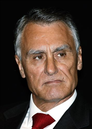 Porque é que Cavaco cancelou a visita à António Arroio?