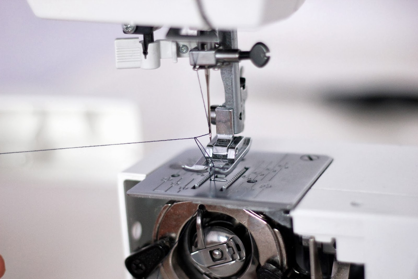 How to set sewing machine thread