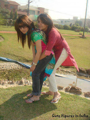 395226 230396160420315 57736360 n Pakistani College Girls Pictures