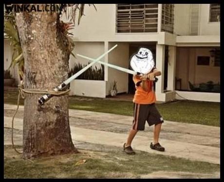 forever alone jedy treinando para combate com sabre(espada)