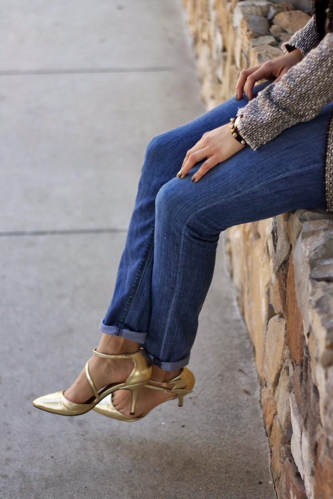 how to wear gold heels