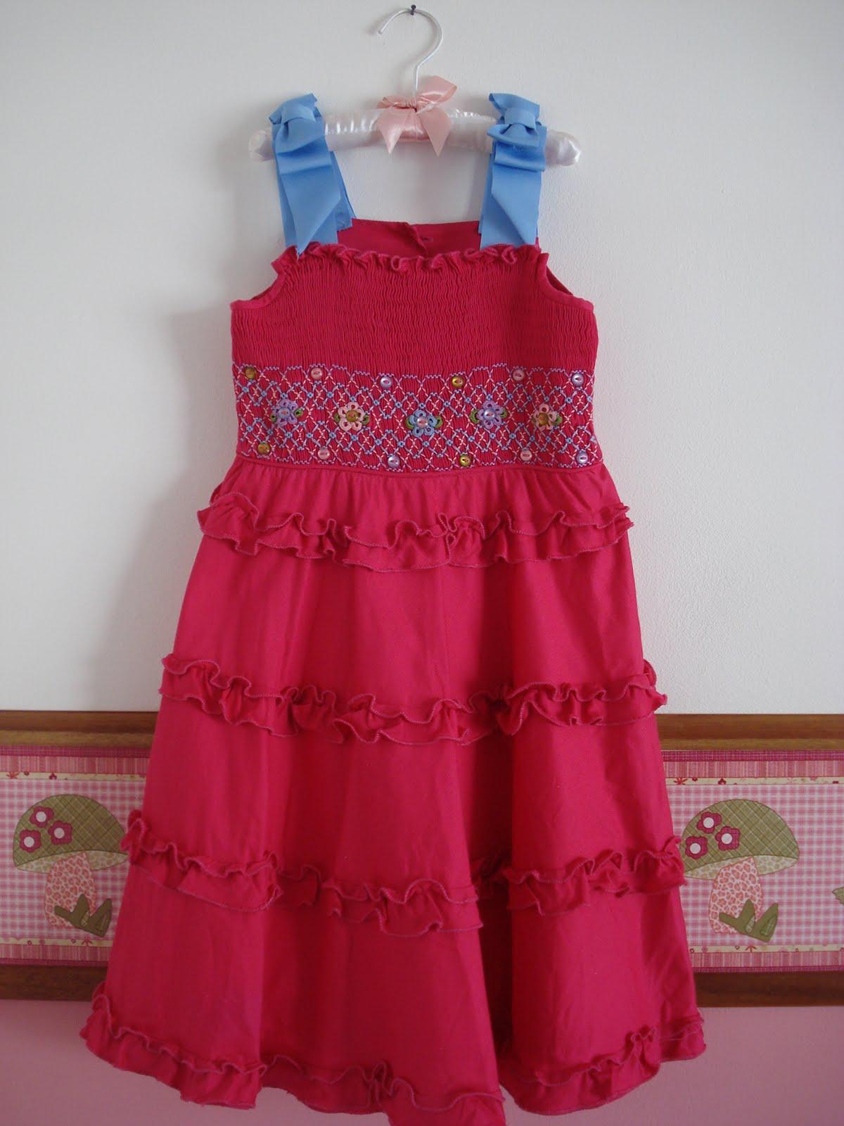 Vestidos bordados con punto smock