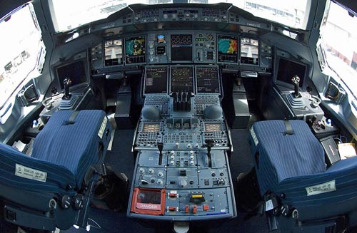 Impressive 360 Degree View Of The Airbus A380 Cockpit