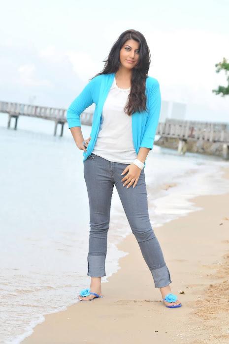 sarah sharma actress pics