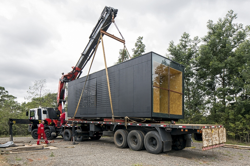 Transport of modern container house