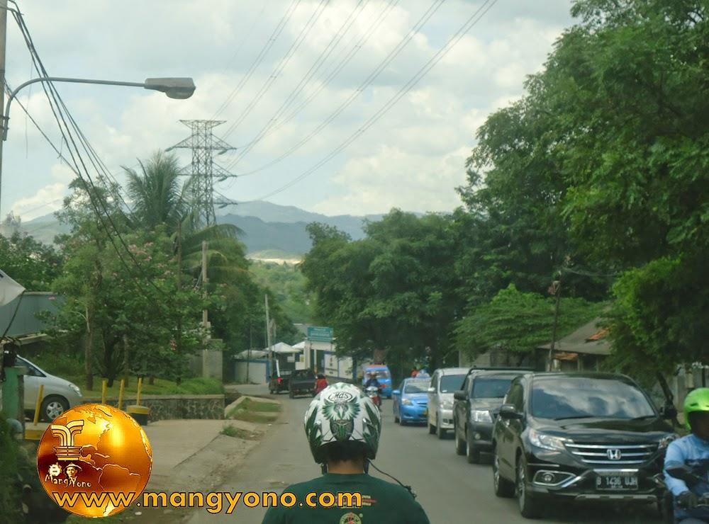 FOTO : Menyusuri jalan Narogong, Gunung Putri, Bogor.