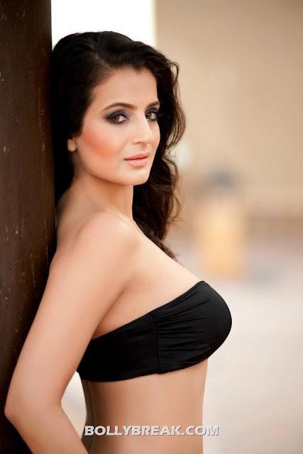 Amisha in a black two piece bikini - (3) -  Ameesha Patel Hot Bikini Pics