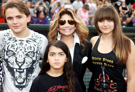 Foto de los hijos de Michael Jackson con su tía