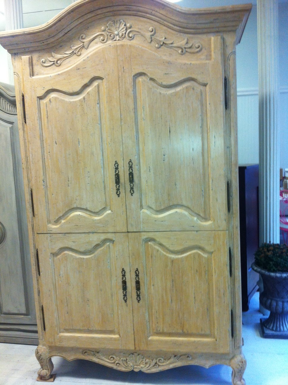 maison decor shabby chic chateau armoire. Black Bedroom Furniture Sets. Home Design Ideas