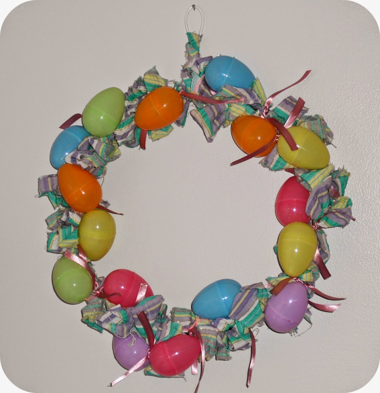 http://artsofeska.blogspot.com/2014/03/easter-egg-wreath.html