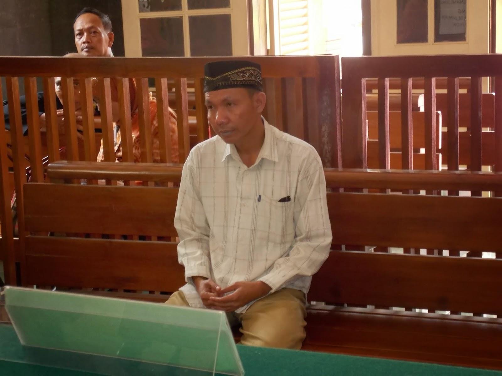 Terdakwa Guru Agama Mengelak Sengaja Melakukan Pelemparan Sepatu