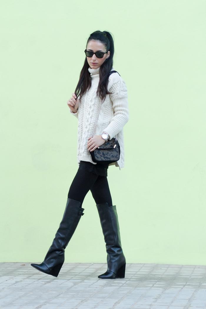 Look en Colores neutros Invierno 2014 Medias 100 deniers ORI Botas altas con tacón de cuña de Zara