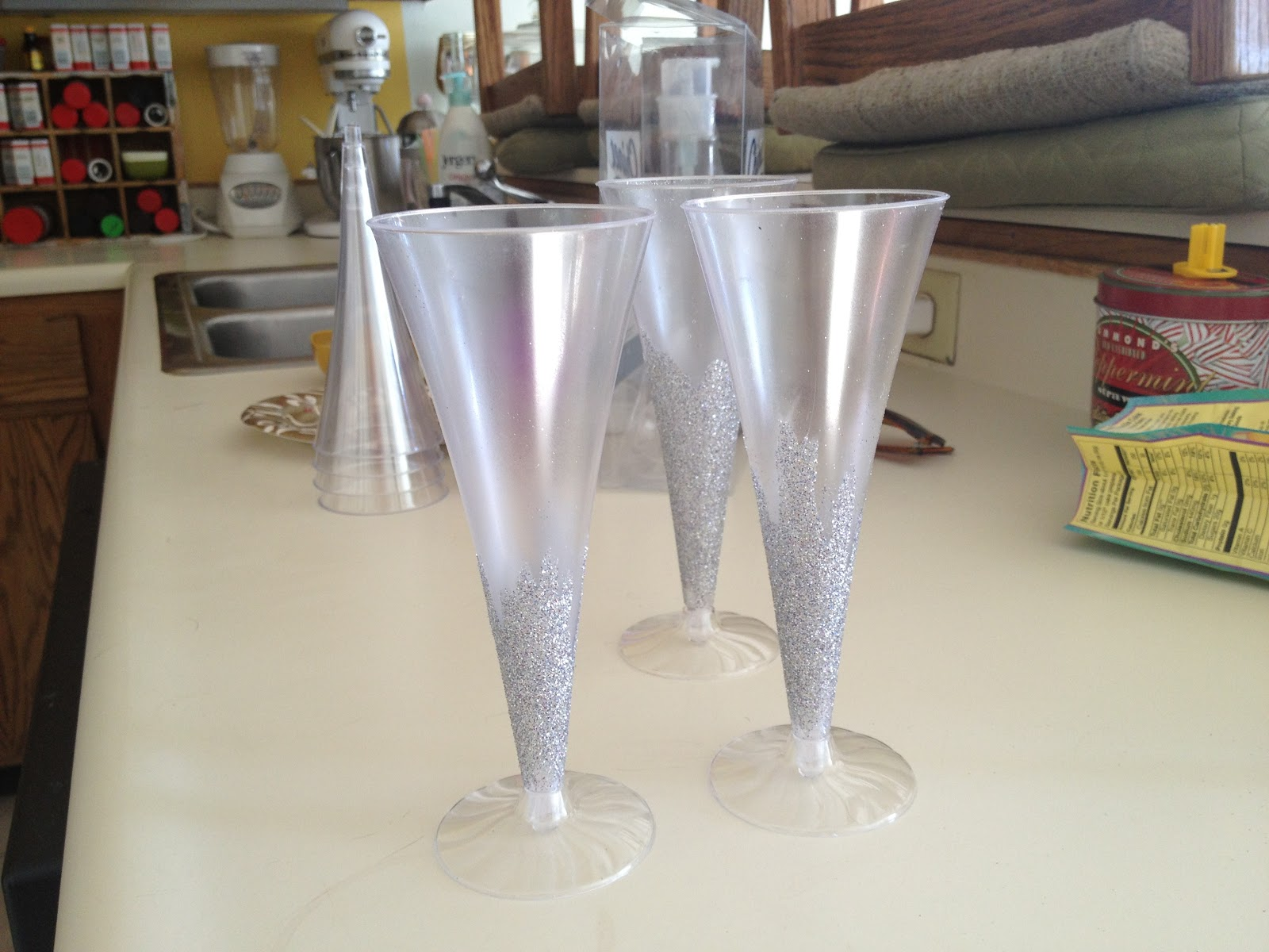 mountains mode  DIY  Sparkly Champagne Flute