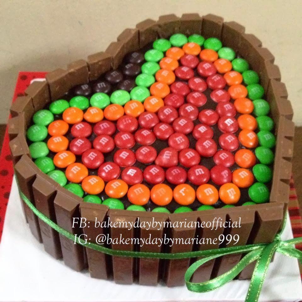 heart kit kat cake