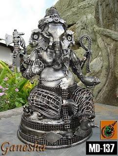 Escultura hecha con acero reciclado