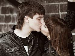 World's longest kiss 2011, World's longest kiss  photo, World's longest kiss  video, World's longest kiss picture, Valentine's Day longest kiss, Valentine's Day world record 2011, World's longest kiss 2011