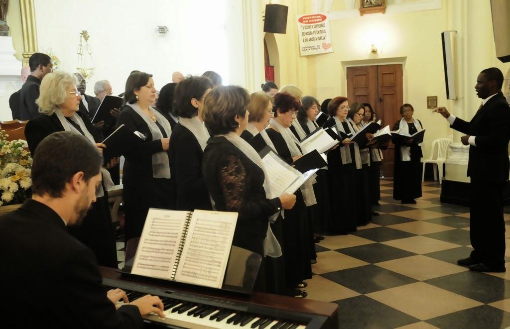 Muito aplaudido, o Coro apresentou árias de óperas e músicas populares