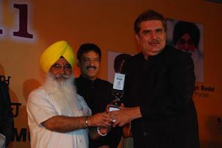 S Sewa Singh  Sekhnwan awarding Raza Muraad