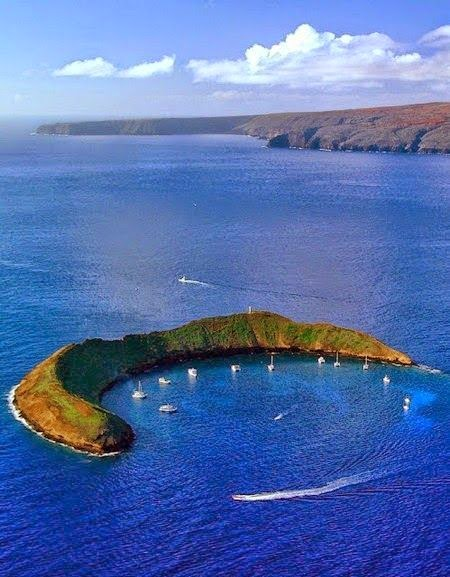 Molokini, the volcanic crater in Hawaii