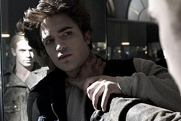 Kristen Stewart as Bella Swan and Robert Pattinson as Edward Cullen in the trees in Twilight 2008 movieloversreviews.blogspot.com
