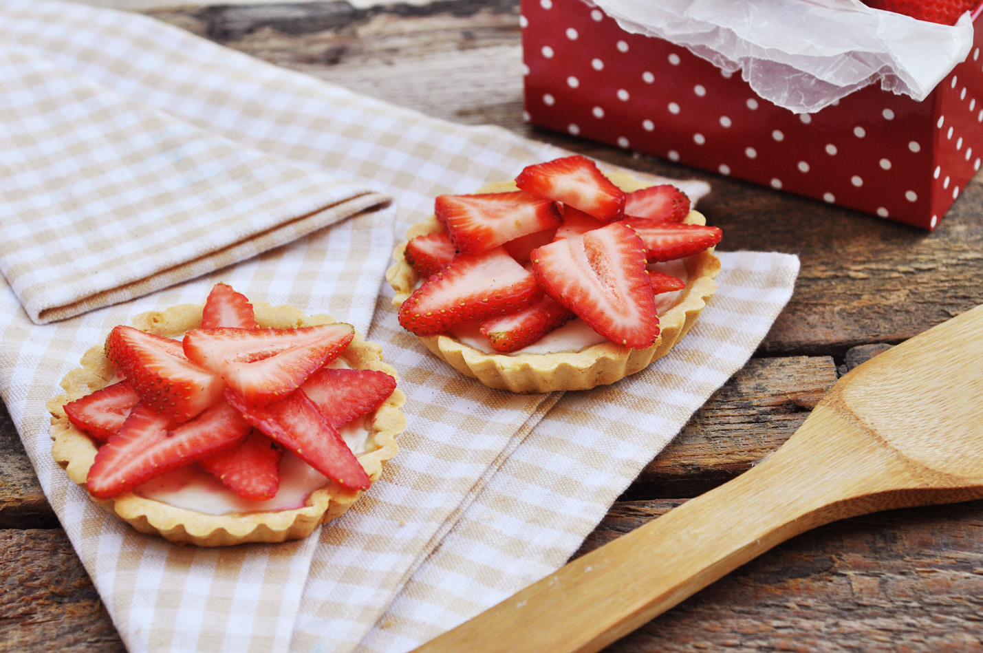 Anja's Food 4 Thought: Baked Yogurt Tartlets with Strawberries