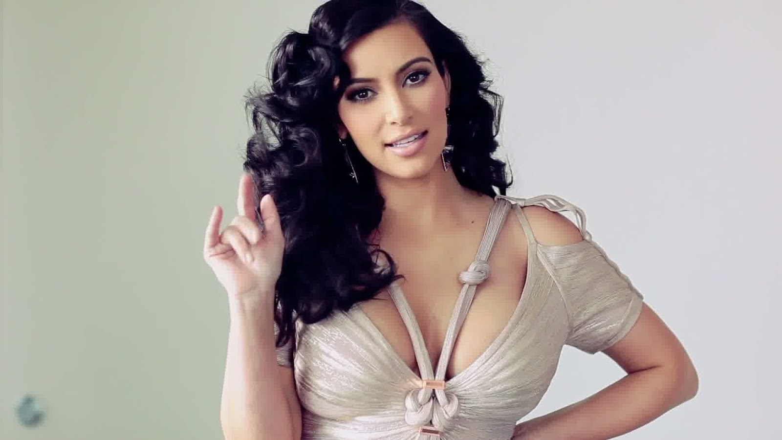 Kim Kardashian New Hot HD Wallpaper 2013  Hollywood Universe