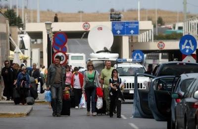 Emigrantët ankohen, na marrin para kur hyjmë në Shqipëri