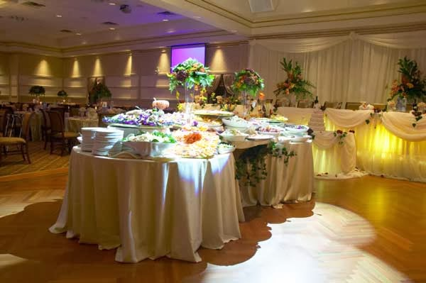 How to choose your wedding caterer unique wedding ideas and after you have decided the flavors make a rough estimate of how many guests will be attending the ceremony junglespirit Gallery